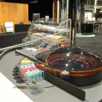 Schrank und  Abdeckungen am Roulette-Tisch